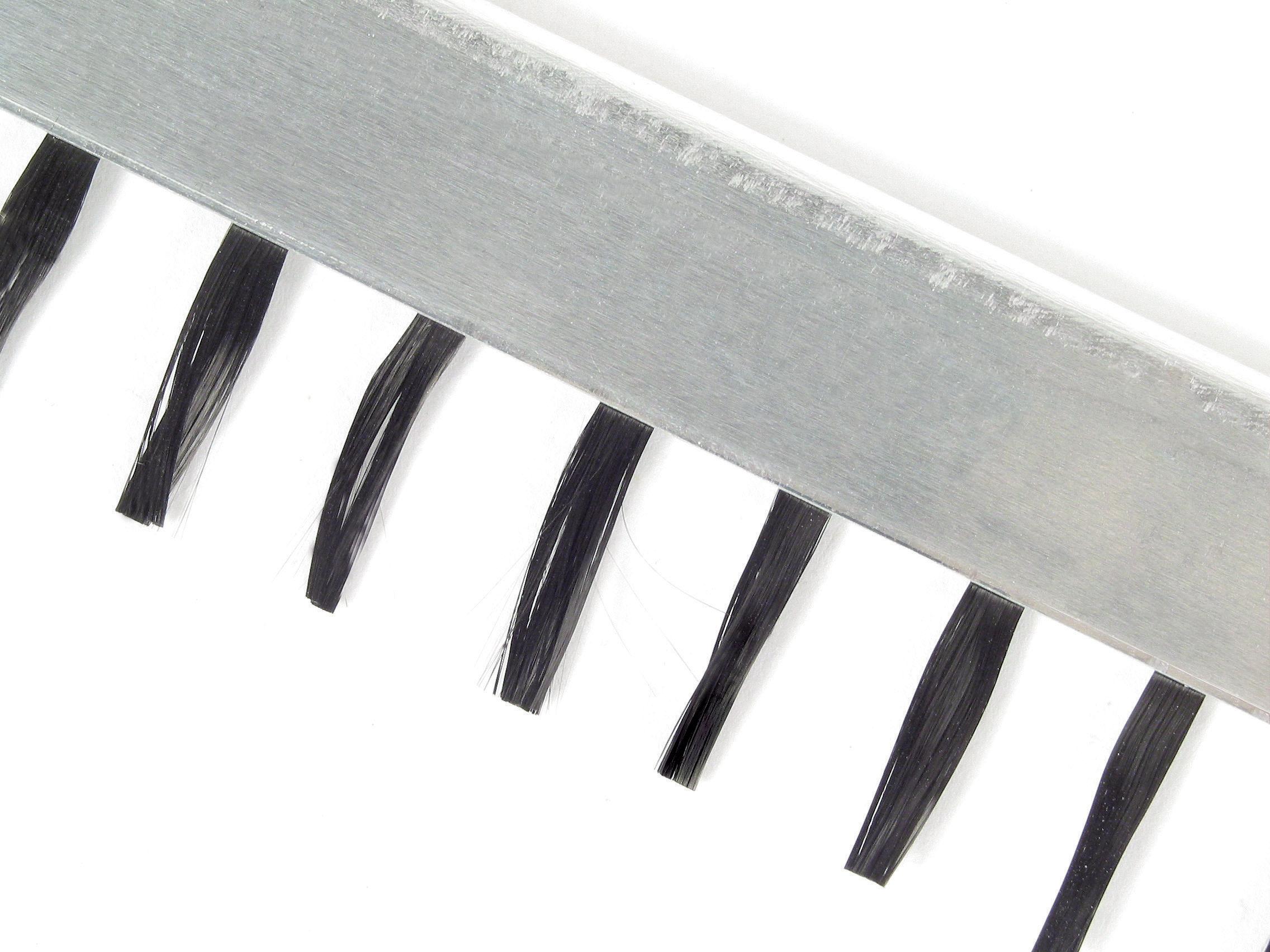 Antistatic brush - For sensitive surfaces - Carbon fibre bristles -