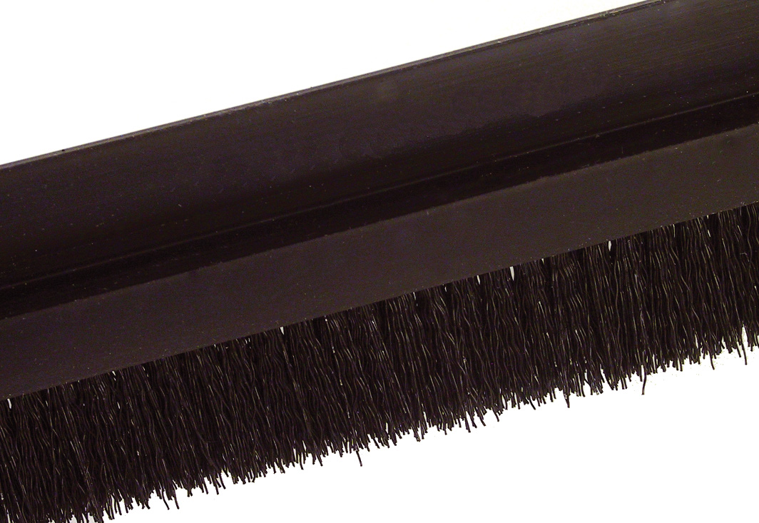 Brush per metre - Black striated polypropylene (PP) - Small - 5m